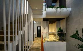 Thiết kế độc đáo với 1/4 diện tích dành cho giếng trời hành lang thông tầng